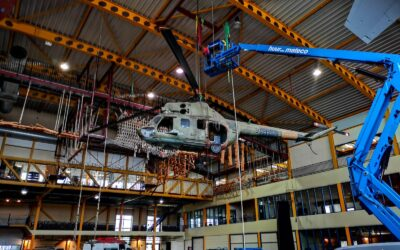 Demontage helikopter, vliegtuig en dubbeldekker Fitland Mill